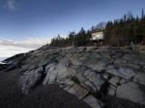 Ngắm vẻ đẹp yên bình của ngôi nhà gỗ bên bờ biển