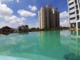 Hồ bơi căn hộ Topaz Twins Biên Hòa với vọng lâu cổ điển tạo nên một không gian nghỉ dưỡng tuyệt vời